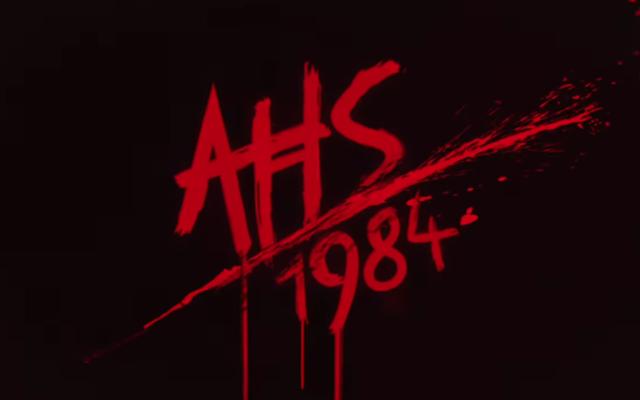 Les crédits de American Horror Story 1984 sont un rêve de fièvre VHS criard