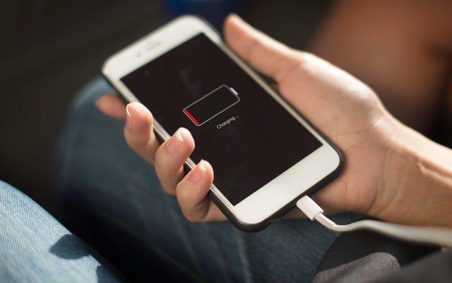 旅行中のバッテリー寿命を最大化し、データ使用量を最小化する方法