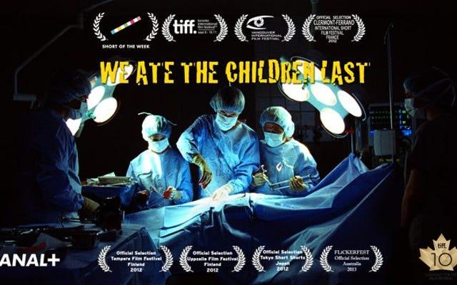 एक चिकित्सा प्रक्रिया के हिंसक दुष्प्रभाव होते हैं, हमने बच्चों को आखिरी बार खा लिया