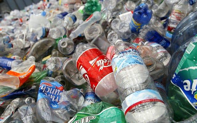 プラスチック中の化学物質は世界的な健康への脅威である、と新しい報告書は述べています