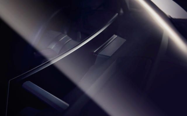 BMWiNextも巨大スクリーンの時流に乗っています