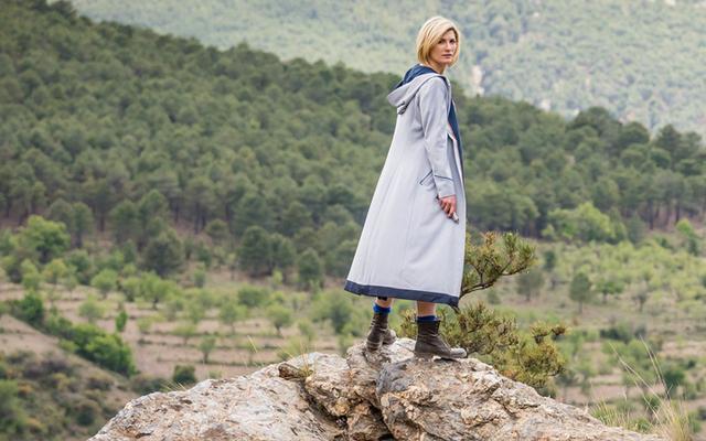 新しい医者の服を見れば見るほど、それが大好きになります