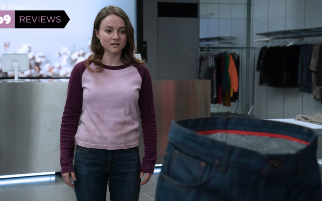 फास्ट फैशन किलर पैंट हॉरर-कॉमेडी स्लैक्स में अपना बदला लेता है