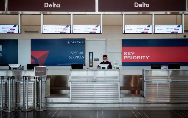 Amerykańskie linie lotnicze grożą zakazem pasażerów, którzy odmawiają noszenia masek podczas przyszłych lotów