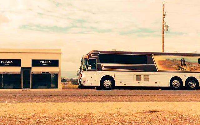 あなたはウィリーネルソンのツアーバスを買うことができ、そして買うべきです