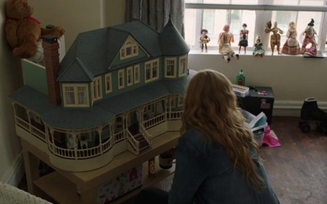 Voici les efforts insensés qui ont été consacrés à la fabrication de la maison de poupée à «six chiffres» de Sharp Objects