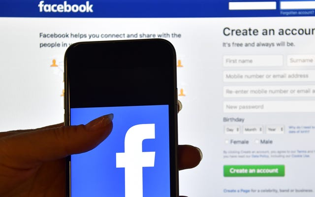 Facebookは、ギャンブル、アルコールに興味があるとして数十万人の子供にフラグを立てていると伝えられています