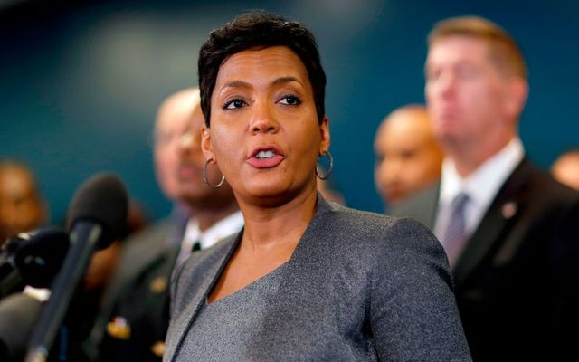 अटलांटा के मेयर ने ट्रम्प को संदेश भेजा कि वह शहर की जेलों में आईसीई जासूसों को रखने की अनुमति नहीं देंगे