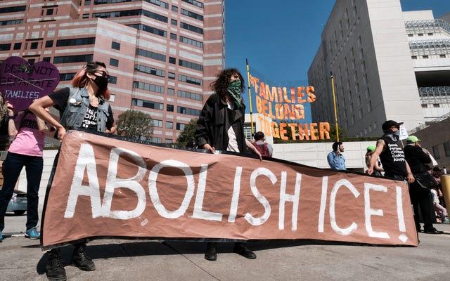 Plus de 100 élus nationaux et locaux ont appelé à l'abolition de l'ICE