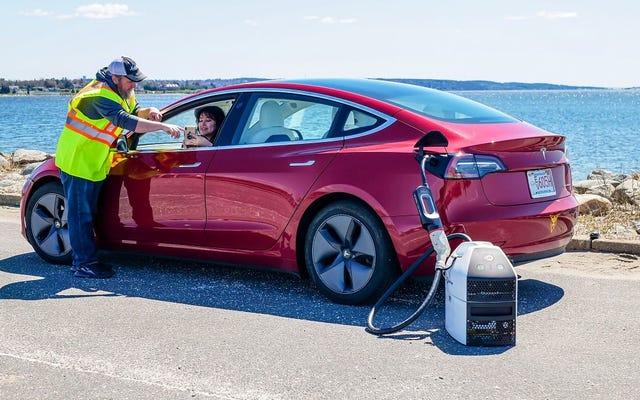 La ricarica mobile per i veicoli elettrici potrebbe essere il futuro con una startup chiamata SparkCharge