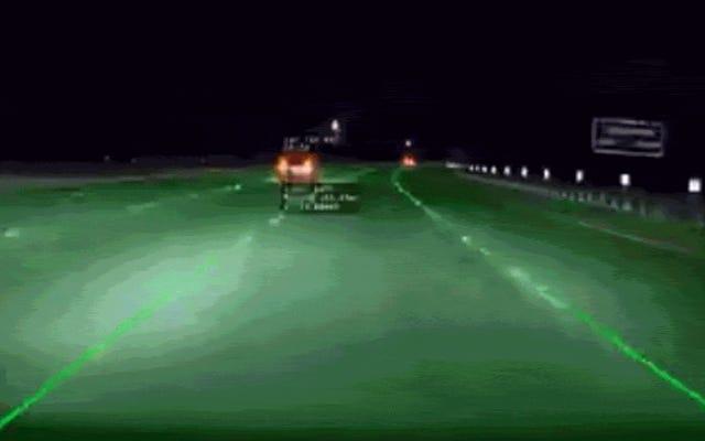 恐ろしい高速テスラ事故のこのビデオは、オートパイロットの問題が技術的なものだけではないことを思い出させるものです