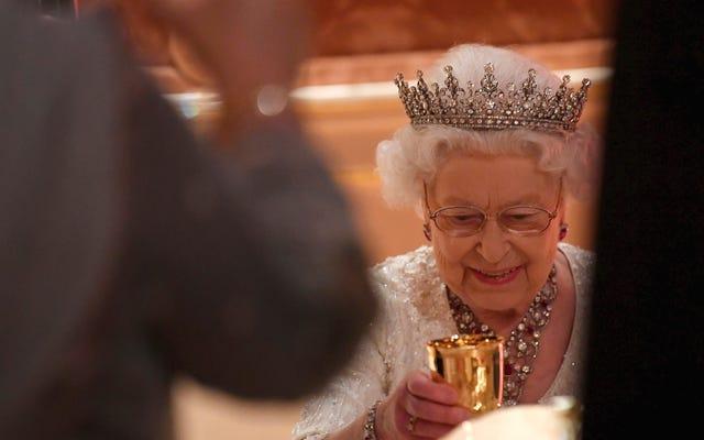 Mengapa Ratu Elizabeth II membutuhkan es batu agar minuman selalu berbentuk bulat