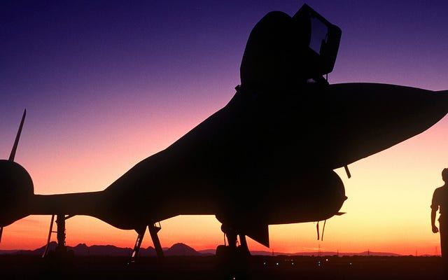 SR-71ブラックバードは1時間で海岸から海岸へと飛んで引退しました