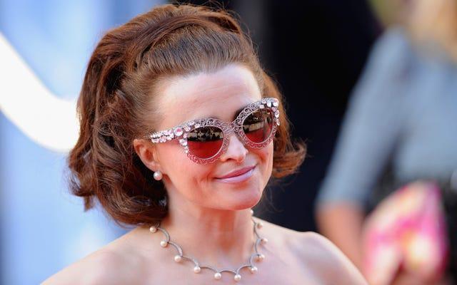 ヘレナ・ボナム・カーターがマーガレット王女の王冠を王冠に乗せていると仮定している