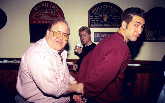 ボーイバンドのスヴェンガーリと有罪判決を受けた詐欺師のルー・パールマンが伝記治療を受けている