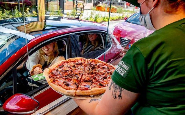 En el futuro, todos recogeremos comida en nuestros autos y nunca usaremos pantalones.
