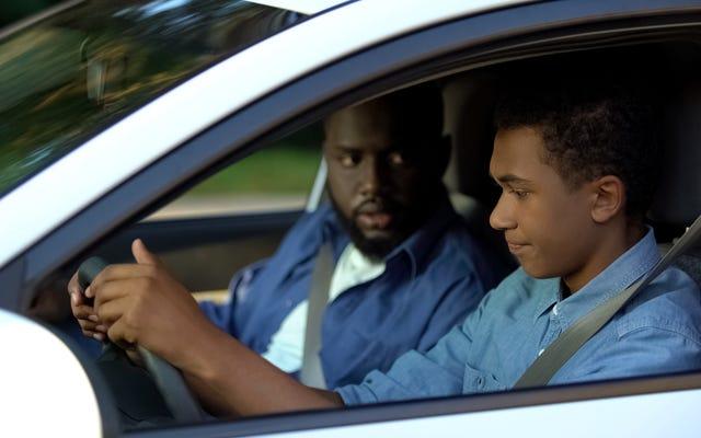 Come insegnare a guidare a un adolescente