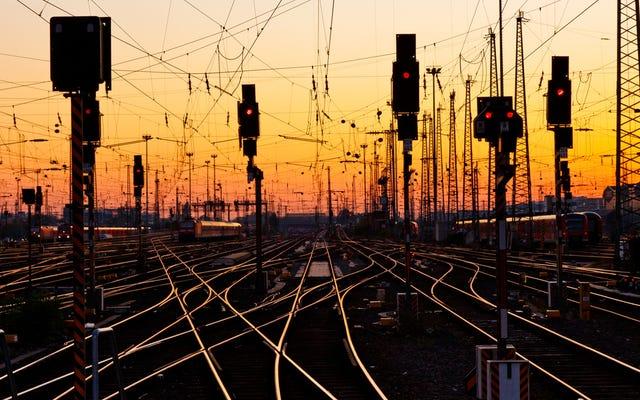 18歳の処女がハンブルク行きの夜行列車に乗り込む