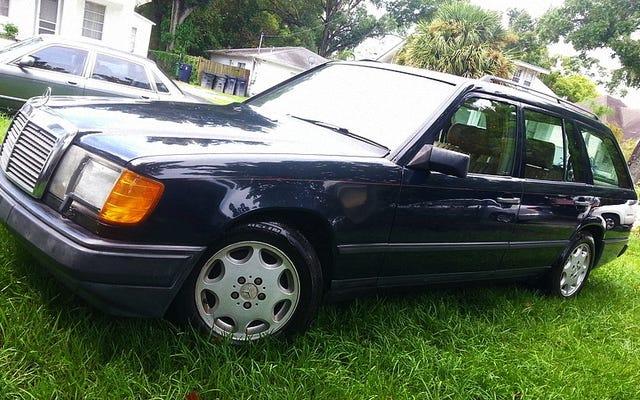 Que tal um Mercedes 300TD 1987 e um carro de peças por $ 3.200?