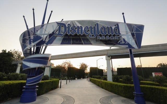 Disneyland se está transformando en un sitio de vacunación masiva contra COVID
