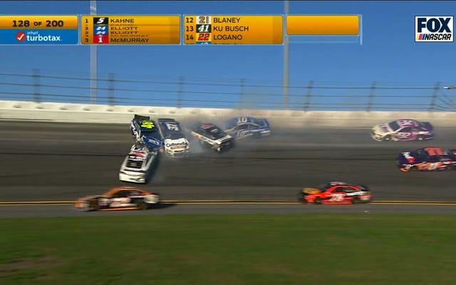 ジミー・ジョンソンの車が別の大きなデイトナの難破船で四方八方を叩いた