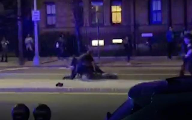 วิดีโอของ Massachusetts Cops Punching Black Harvard Student Sparks Outrage