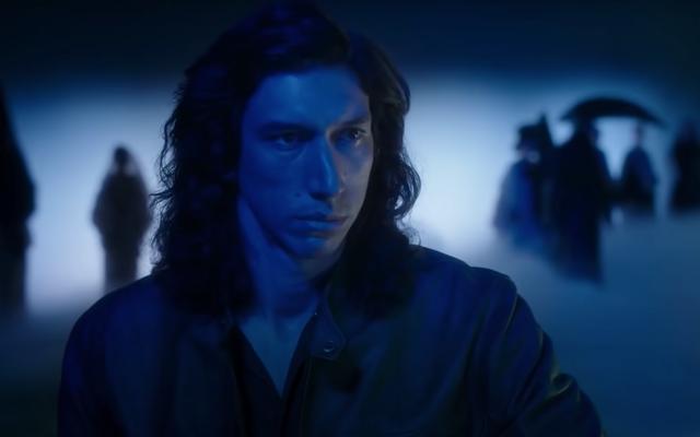 Волосы Адама Драйвера величественны в трейлере мюзикла Леоса Каракса Аннетт