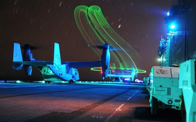 水陸両用強襲揚陸艦から発射されるV-22オスプレイのクールな写真