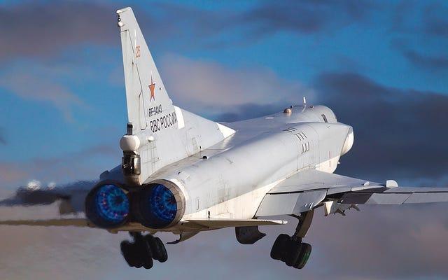 Hierro pesado se dirige a Crimea mientras el Tu-22M3 fracasa listo para taladros rápidos
