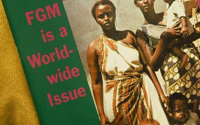 ナイジェリア人が不法に割礼を受けている女の子の写真をFacebookに投稿