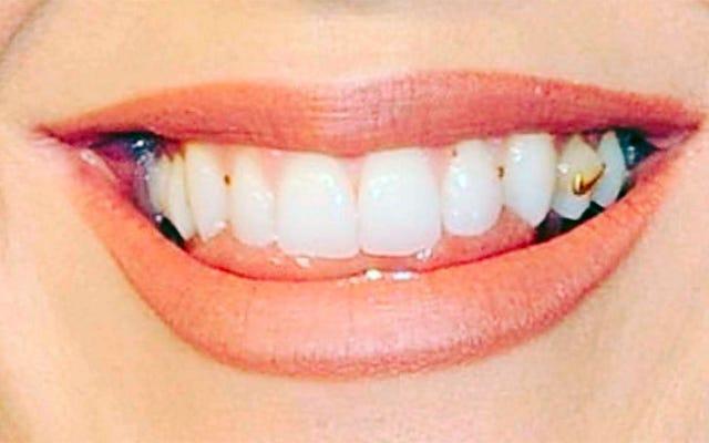 Nikt nie powiedział Katy Perry, że ma komosę ryżową w zębach
