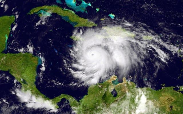 マット・ドラッジは、ハリケーンマシューの警告が政府の陰謀であることをばかげて示唆している