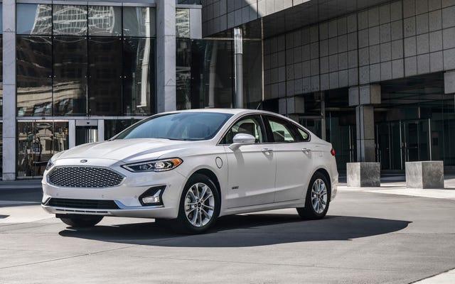 '最後のフォードフュージョンの1つを$ 10,000オフで購入する季節です