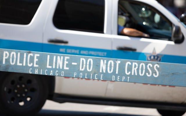 シカゴの警官が13歳を殺し、家族の質問の中でボディカメラのビデオをリリースするように市に呼びかけます