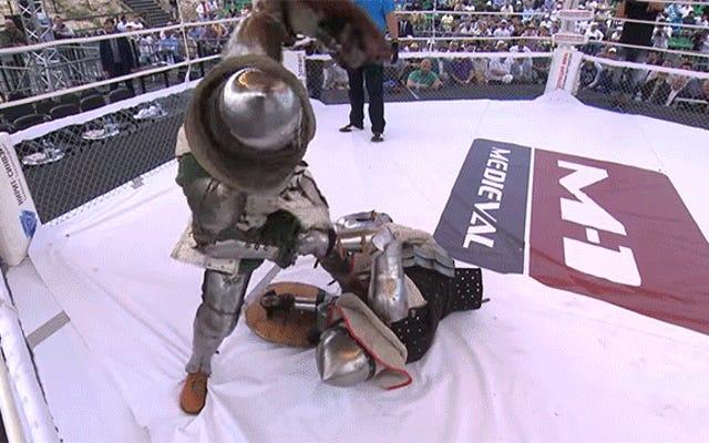 これは、KOが完全な鎧で戦っているロシアの歴史の再現でどれほど残忍であるかです