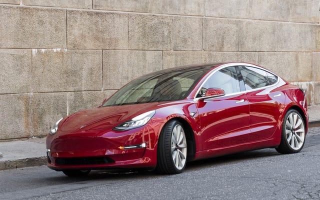 Đây là hiệu suất của Tesla Model 3 tiết kiệm được bao nhiêu trong chi phí nhiên liệu so với một chiếc ô tô thông thường