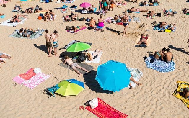 हमेशा समुद्र तट के लिए एक अतिरिक्त हाथ तौलिया ले आओ