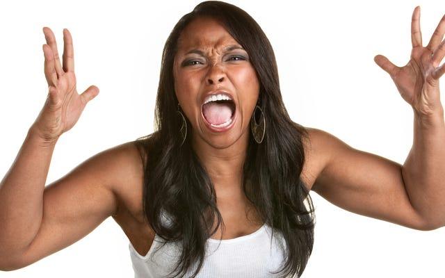 黒人女性、手を投げないでください—ヒステリー銀行に電話してベントしてください