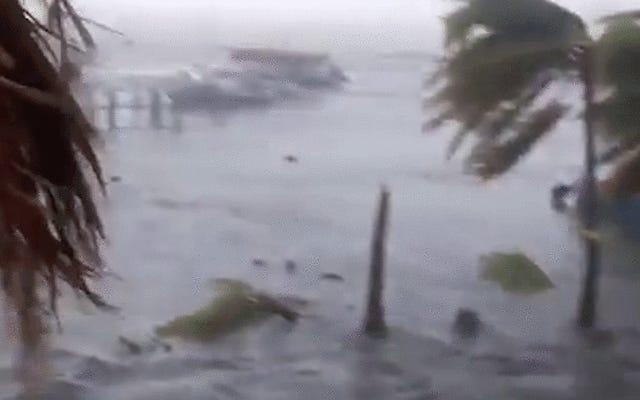 ハリケーンイルマがカリブ海を通過するときの恐ろしい荒廃、画像とビデオ
