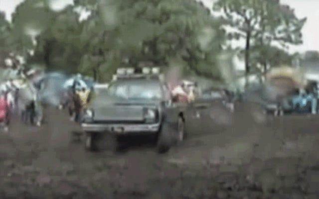L'uomo della Florida conquista Sebring Infield facendo fango durante la 12 ore di gara