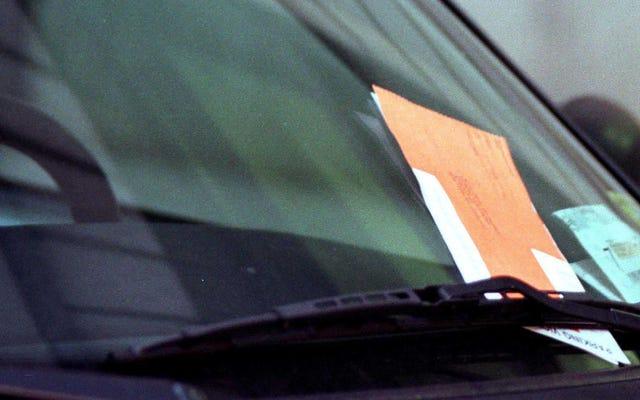 Arruina el día de alguien con un sobre de ticket de estacionamiento vacío