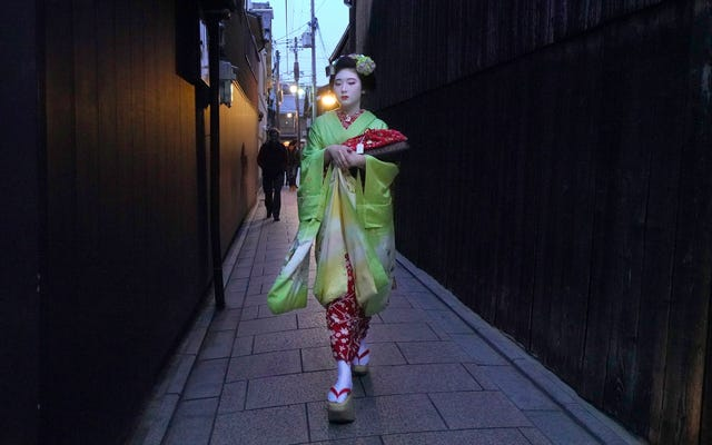 Les touristes à Kyoto rendent la vie des geishas difficile