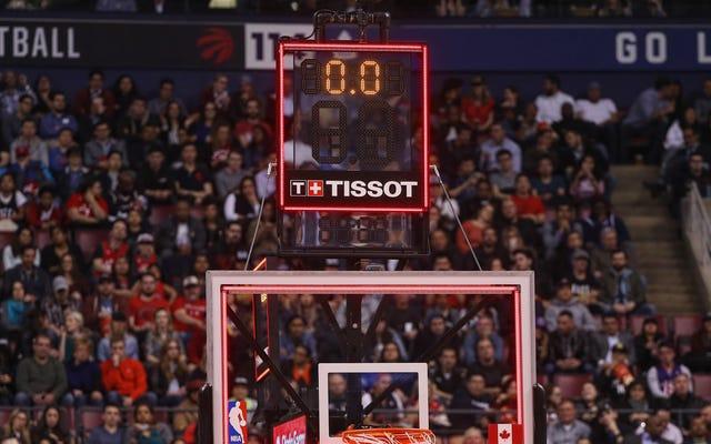 L'horloge de tir de la NBA est éjectée du match après avoir surpris un arbitre avec un buzzer