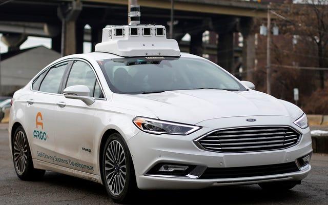 Hanya Separuh Pengemudi yang Menginginkan Teknologi Semi-Otonomis Di Kendaraan Berikutnya