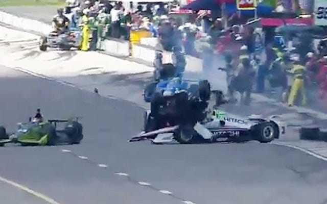 アレクサンダー・ロッシがエリオ・カストロネベスの頭をほぼ駆け抜ける