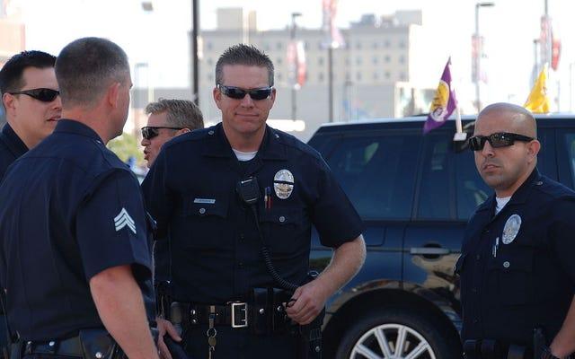 ボディカメラを身に着けている警官は暴行される可能性が高い