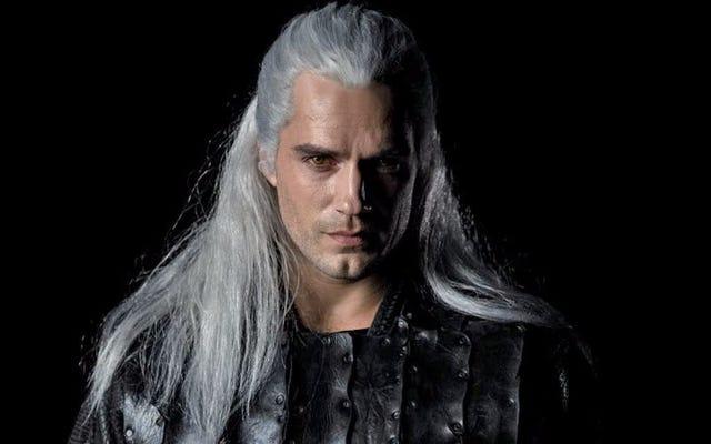Internet phản ứng với cái nhìn đầu tiên về Henry Cavill là Geralt of Rivia