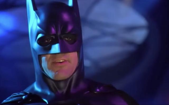 """George Clooney dice che """"fa male fisicamente"""" guardare la sua """"terribile"""" interpretazione di Batman e Robin"""