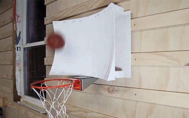 Guyは、物理学とコンピューターシミュレーションを使用して、見逃せないバスケットボールのフープを設計します