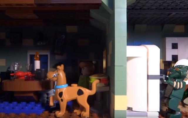 Художник из Lego создал дом с привидениями из фильма ужасов